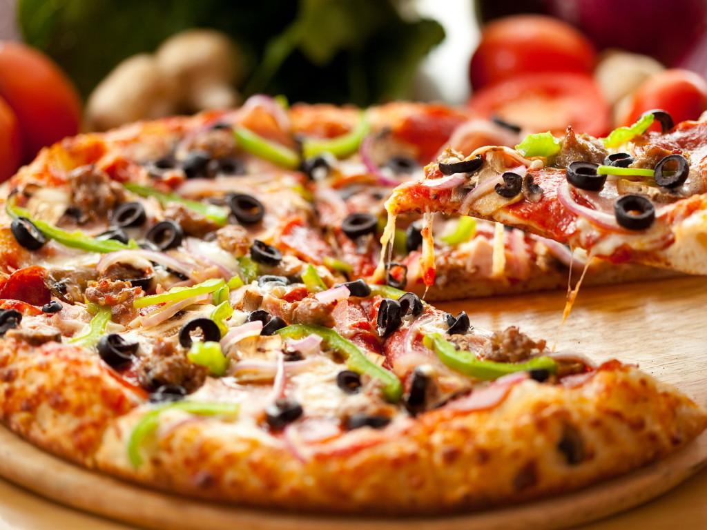Тісто для піци як в піцерії (тонке, дріжджове): рецепти