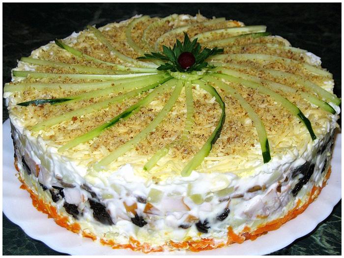 Салат з куркою і чорносливом (листковий, «Ніжність»): рецепти