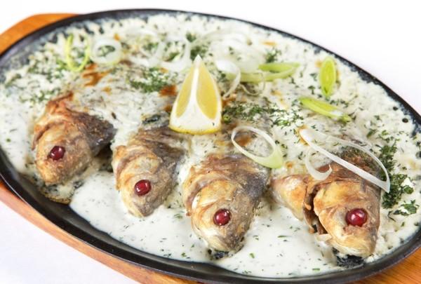 Карасі в сметані: рецепти приготування страви на сковороді
