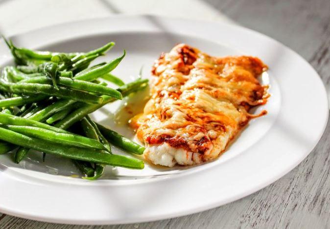 Риба по-французьки в духовці: з картоплею, з помідорами