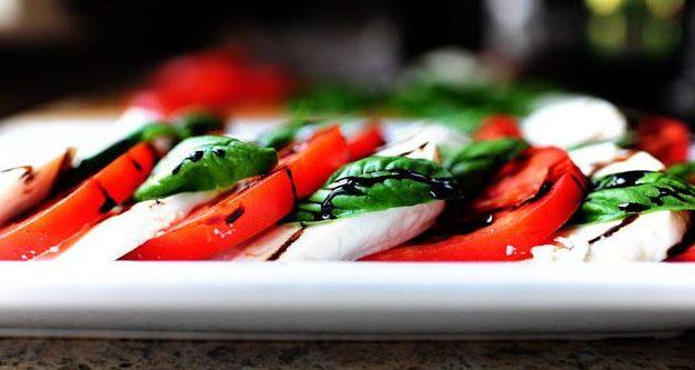 Моцарела з томатами: рецепти смачних і красивих закусок