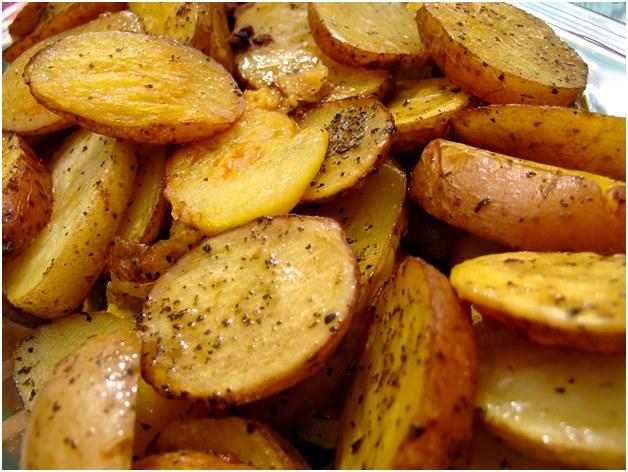 Картопля по-селянськи в мультиварці: покрокові рецепти