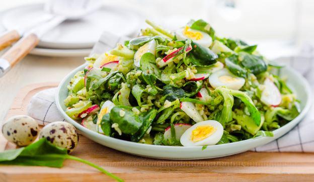 Салат з щавлю (з яйцем, огірком, яблуком): рецепти з фото