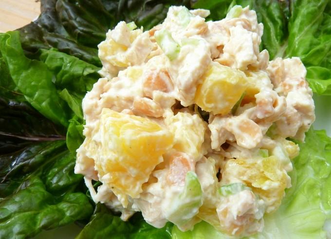 Салат з ананасом, куркою і сиром: рецепти, калорійність