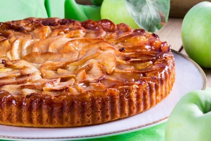 Сирний пиріг з яблуками: рецепти смачною випічки з фото