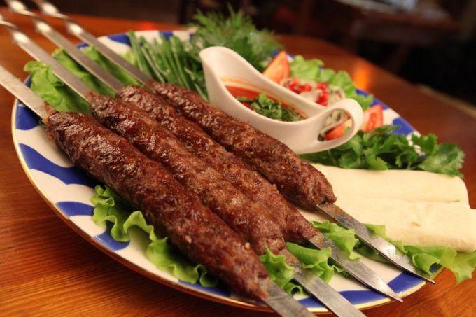 Люля-кебаб з яловичини в духовці і на мангалі: рецепти, фото