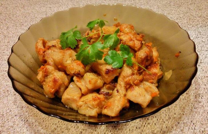 Свинина тушкована з овочами (на сковороді, в казані): рецепти