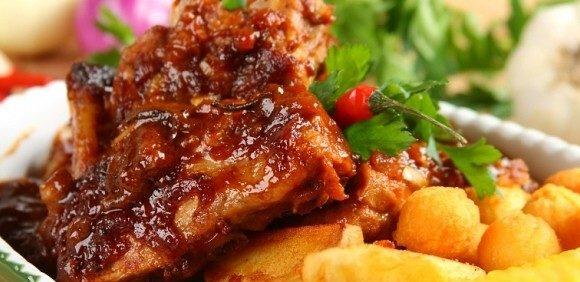 Свинячі реберця з картоплею в духовці: легкі рецепти з фото