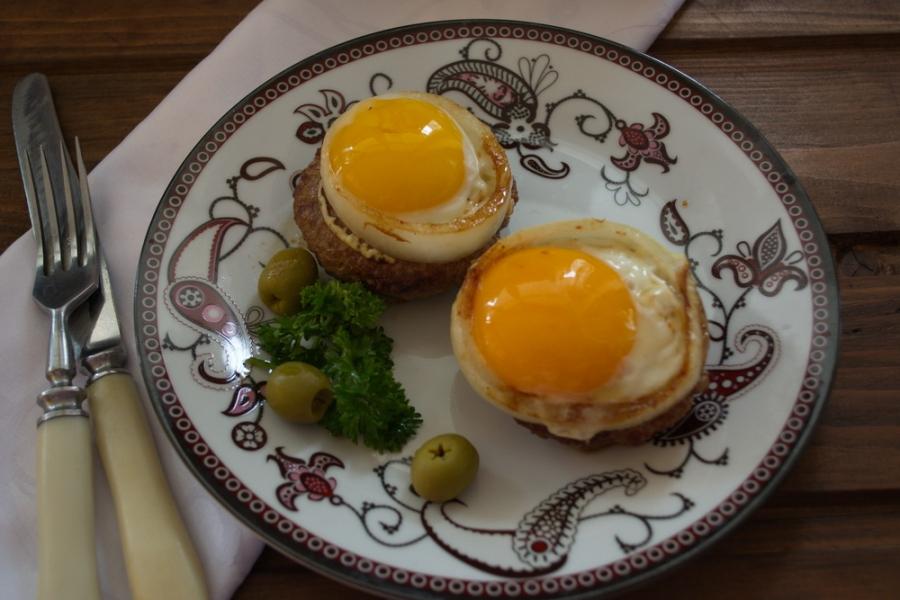 Біфштекс з яйцем: покрокові рецепти приготування з фото