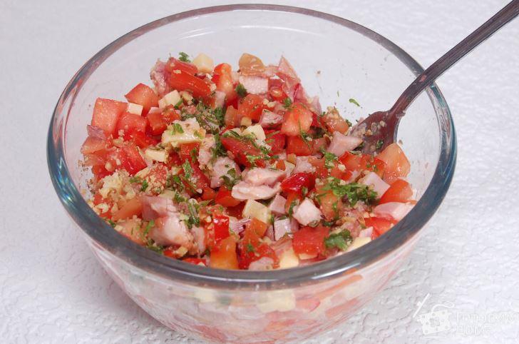 Салат з копченим окорочком: прості рецепти з фото покроково