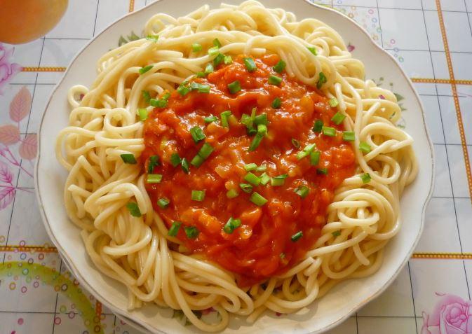 Томатний соус для спагетті: популярні рецепти покроково