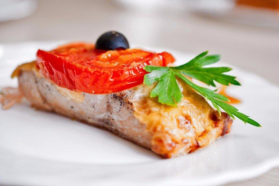 Риба по-грецьки (в духовці, в мультиварці): рецепти з фото