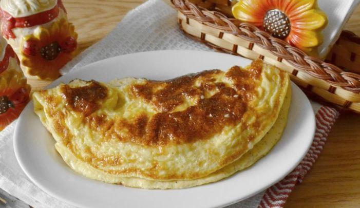 Омлет з сиром (на сковороді, в мультиварці): рецепти з фото