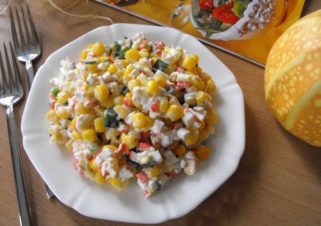 Салат з крабовим м'ясом: прості покрокові рецепти з фото