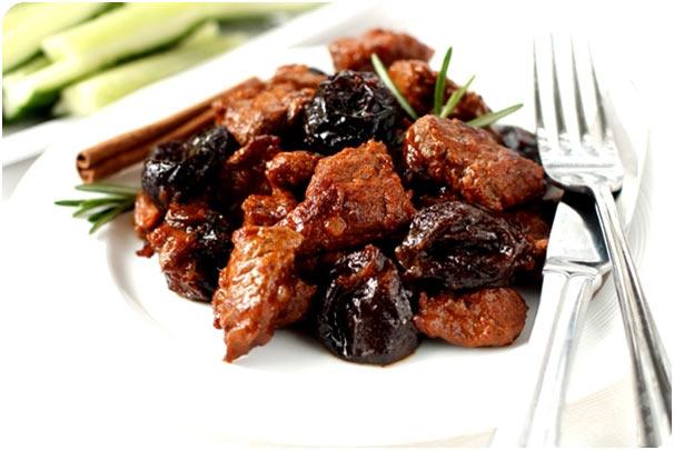 Свинина з чорносливом (в духовці, в мультиварці): рецепти