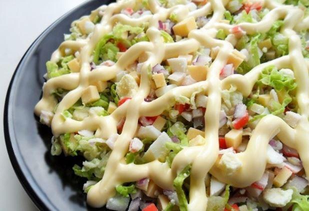 Салат з пекінською капустою і крабовими паличками: рецепти