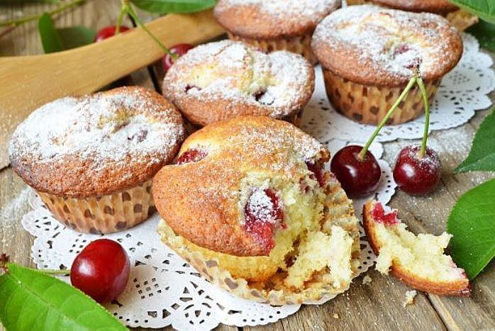 Кекс з вишнями (простий, сирний, з ківі): рецепти з фото