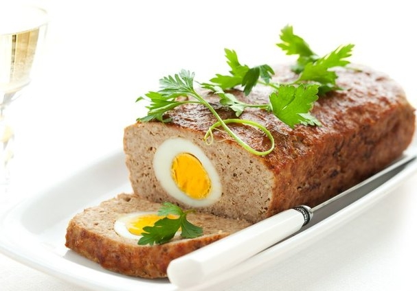 М'ясний рулет з яйцем всередині: рецепти приготування з фото