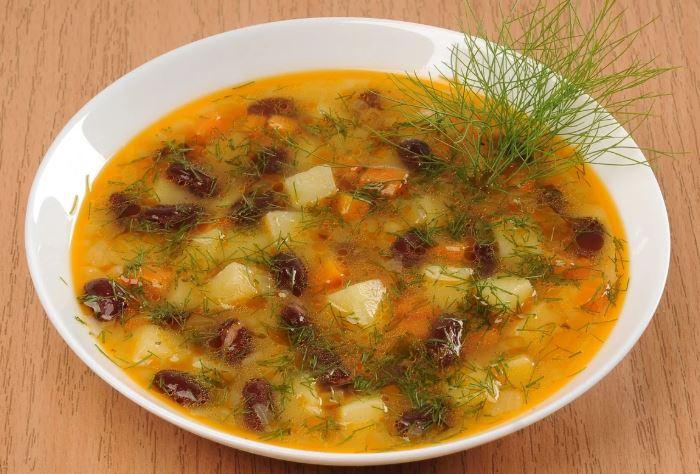 Квасолевий суп пісний (з білої і червоної квасолі): рецепти