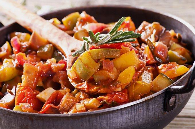 Овочеве рагу з кабачками (з картоплею, з куркою): рецепти