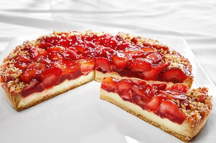 Торт з ягодами: рецепти з фото, красиве прикраса, поради