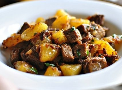 Смажена картопля з м'ясом (на сковороді, в мультиварці): рецепт
