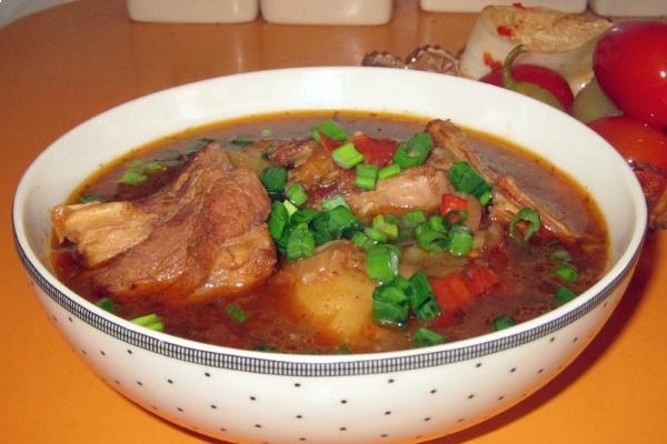 Шурпа з свинини: рецепт приготування ситного страви з фото