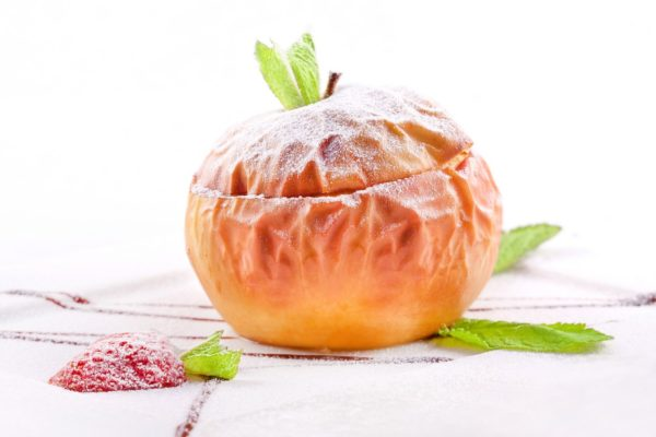 Печене яблуко в мікрохвильовці: користь, рецепт, калорійність