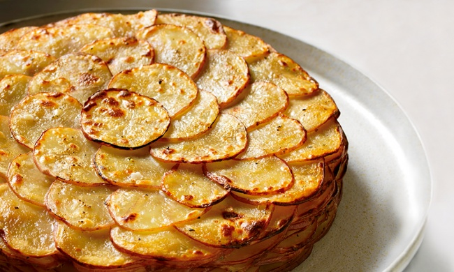 Картопля по-французьки в духовці: рецепти приготування