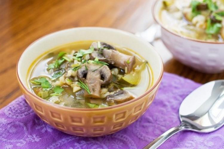 Грибний суп з перловкою: легкі рецепти приготування з фото