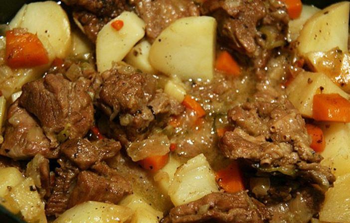 Картопля тушкована з м'ясом: рецепти приготування страв з фото
