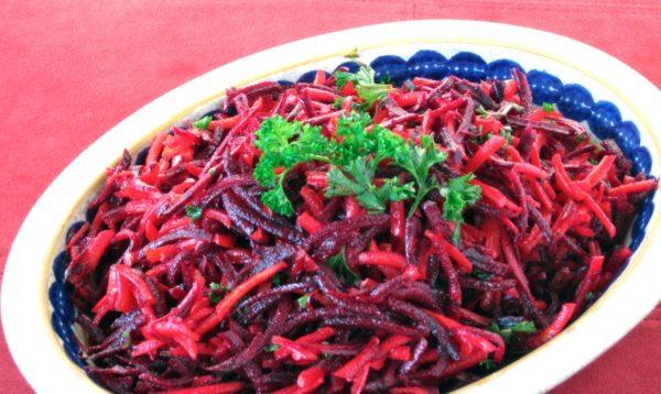 Салат з буряка та моркви на зиму: рецепти з фото покроково