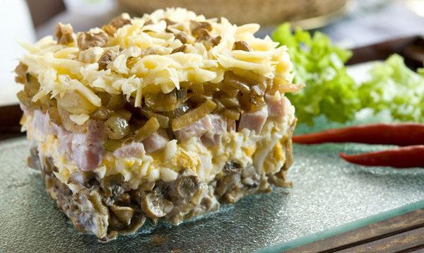 Салат зі смаженими печерицями: рецепти з покроковим фото