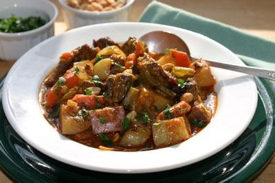 Яловичина тушкована з овочами: калорійність, рецепти з фото