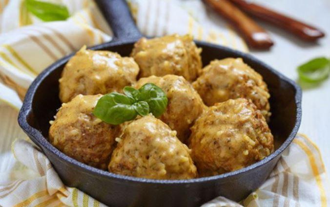 Їжачки в духовці (у сметанному соусі, з підливою): рецепти
