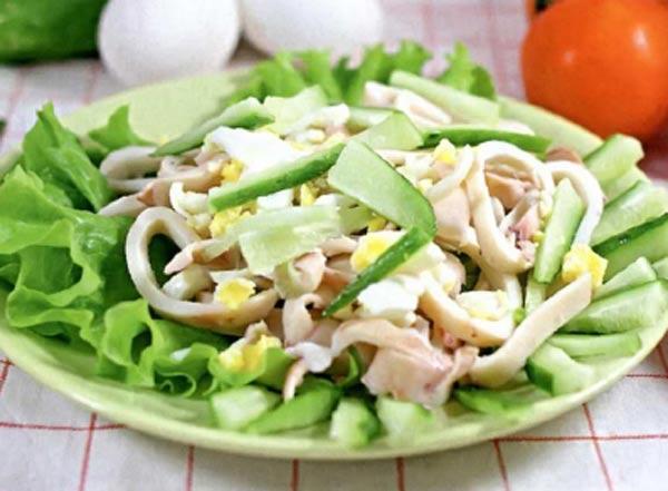 Пісний салат з кальмарами: найсмачніший рецепт з фото