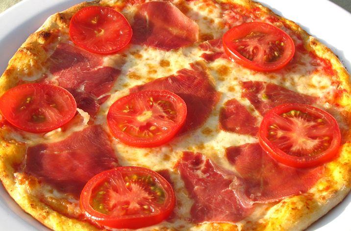Піца в мікрохвильовці 5 хвилин: рецепти з покроковим фото
