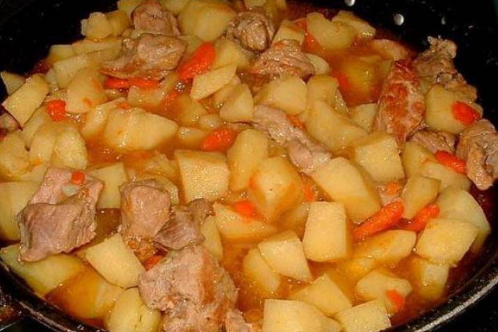 Тушкована картопля зі свининою: рецепти з фото, калорійність