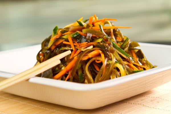 Салати з морської капусти консервованої: рецепти, користь