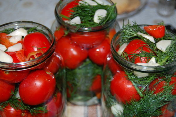 Закачування помідор на зиму: прості покрокові рецепти з фото