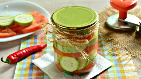 Кабачки з помідорами на зиму: рецепти заготовок покроково