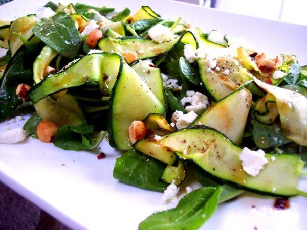 Салат зі свіжих кабачків: з огірком і інші рецепти з фото