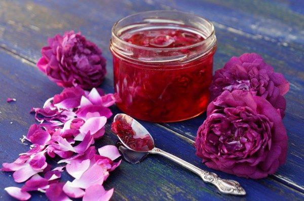 Варення з пелюсток троянд: рецепти з фото, користь і шкода