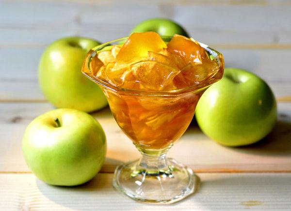 Варення з яблук часточками: прозоре, янтарне, білий налив