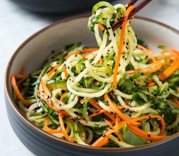 Салат з огірків по-корейськи на зиму: покрокові рецепти