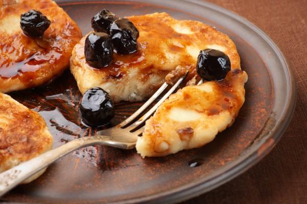 Сирники без яйця на сковороді і в духовці: рецепти з фото