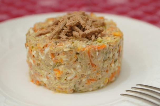 Салат з солоними огірками: покрокові рецепти з фото