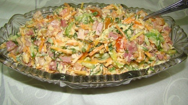 Салат з корейською морквою і копченою ковбасою: рецепти