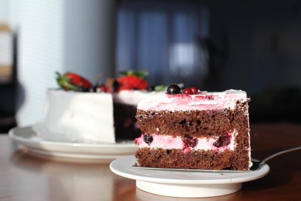 Торт «Чорний ліс»: кілька рецептів з покроковим фото