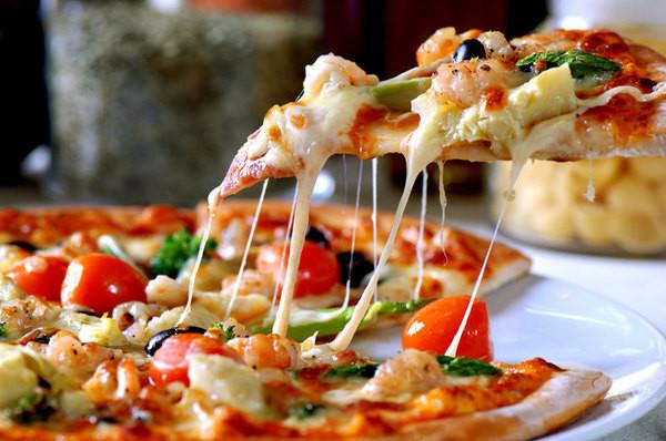 Піца на кефірі: в духовці на сковороді, в мультиварці